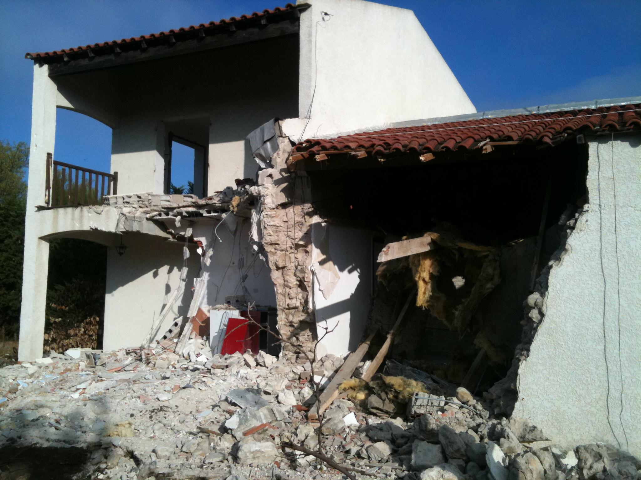 D molition maison bois c t sud - Cout demolition maison ...