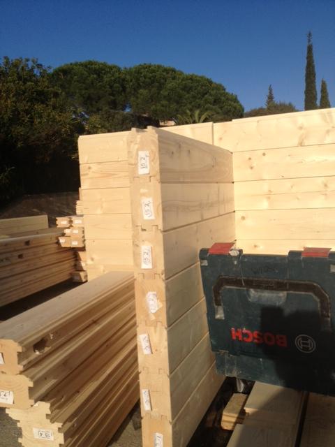 Fr jus 10 montage des murs maison bois c t sud for Montage maison bois
