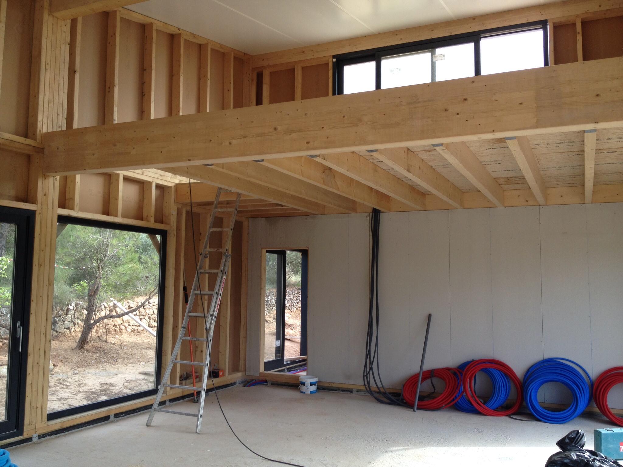 Assemblage des murs bois maison bois c t sud for Plafond ossature bois