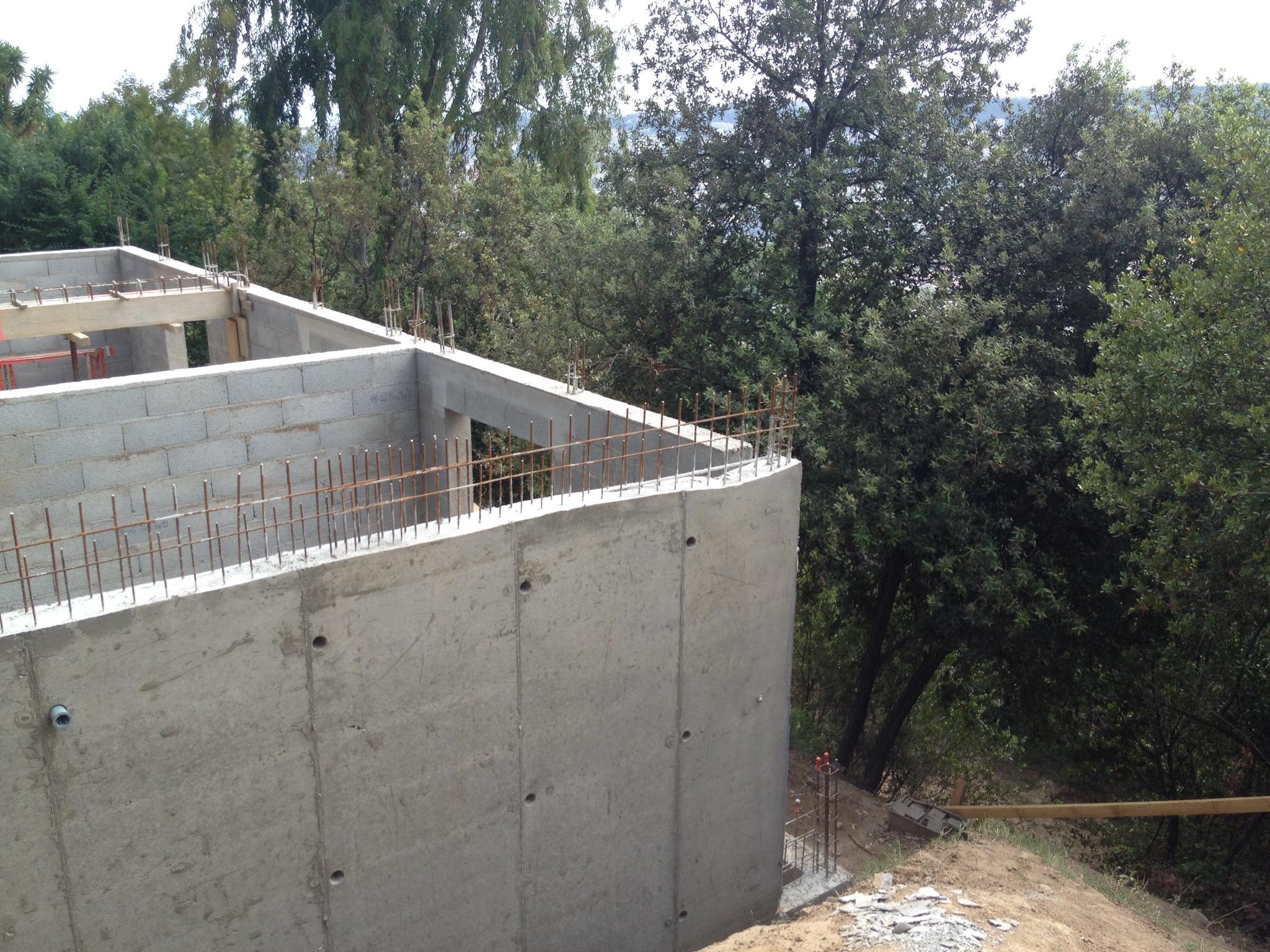 Ossature bois nice maison bois c t sud for Maison en beton banche