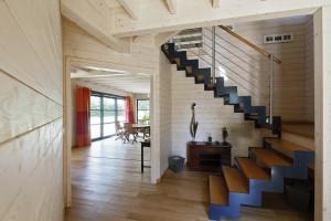escalier maison bois massif