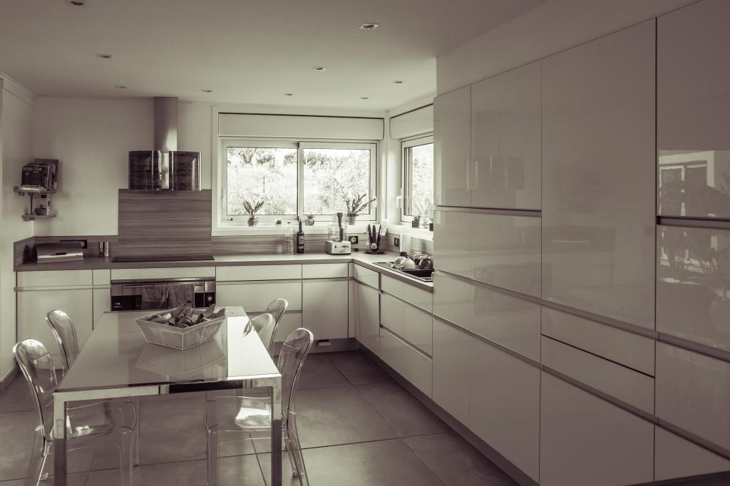 cuisines maison bois c t sud. Black Bedroom Furniture Sets. Home Design Ideas