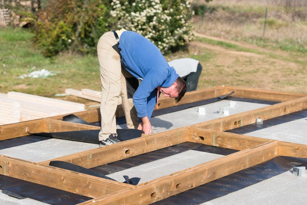 Pose de la premi re poutre maison bois c t sud for Traitement des poutres en bois