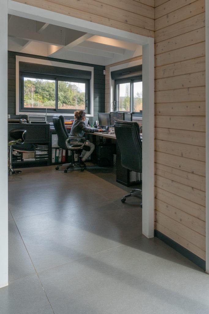 bureau en bois massif dans le Var
