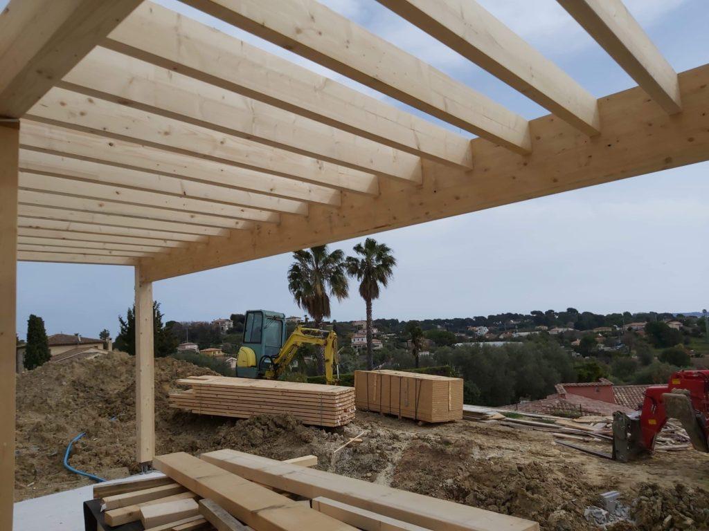 Plancher bois d'une terrasse couverte d'une maison en ossature bois à Antibes