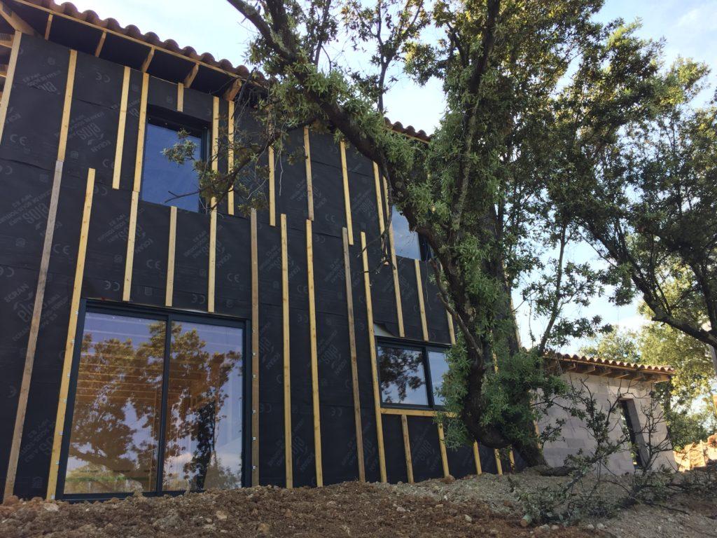 Suite de la construction d'une maison en ossature bois dans le Var