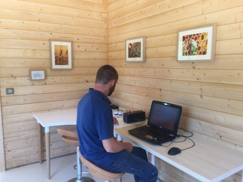 Bureaux en bois massif à Mazaugues